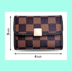 Bags - Small compact wallet for credit cards and coins.